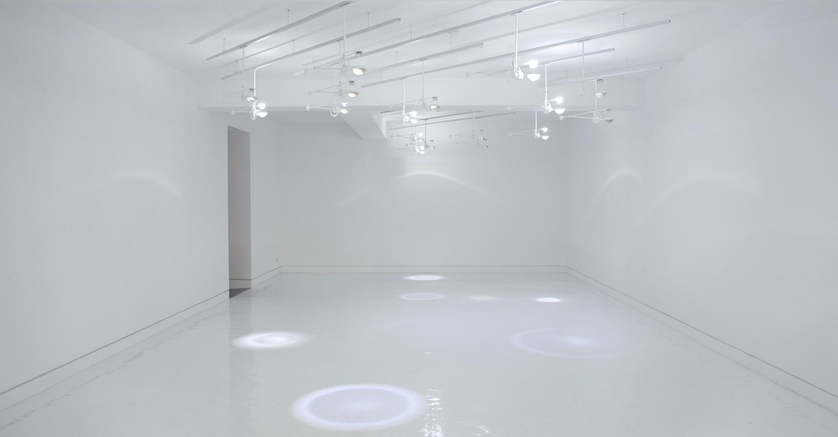 http://www.troika.uk.com/wp-content/uploads/2014/03/Troika_Falling-Light_Daelim-Museum.jpg ?>